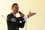 Ainars Bumbieris dzied Stelpes skolā