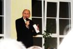 Rūdolfs Plēpis runā dzeju un dzied Stelpes skolā